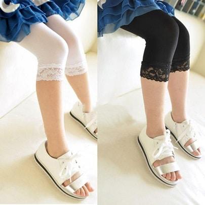 hvide og sorte leggins piger